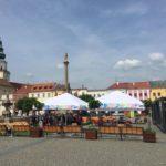 Relaxační zóna na náměstí v Kroměříži nabídne pohodové posezení i koncerty