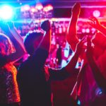 Razie v klubu v Moravském Krumlově odhalila mladistvé pod vlivem alkoholu i drog