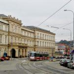 Jubilejní operace mozku u pacienta při vědomí. Lékaři v Brně provedli 200. zákrok