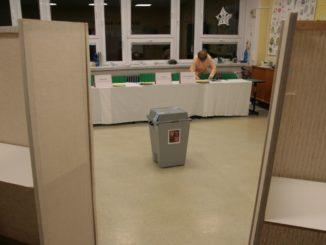 Volební místnost - ilustrační snímek