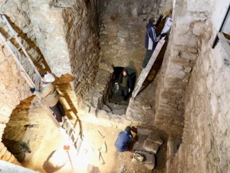 Archeologové ve vlčí jámě
