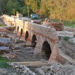 Památkáři zachraňují unikátní cihelný most ze 17. století, pomohla jim archeologie