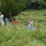Kosit na Valašsko jezdí už 40 let. Dobrovolníci pomáhají vzácným loukám