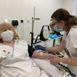 Obětavá sestra z brněnské nemocnice získala Jánského stříbrnou medaili. Jubilejní 20. odběr zvládla během nouzového stavu