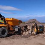 VIDEO: Vrchol Králického Sněžníku ničí bagr, ekologové protestují