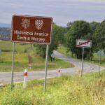Nové cedule připomínají tradiční zemskou hranici Moravy a Čech na Svitavsku