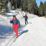Do Jeseníků vyrazili první běžkaři, na horách hustě sněží