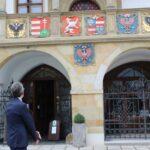 Čtyřletou opravu olomoucké radnice završila obnova unikátních erbů