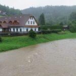 Hladiny řek prudce stoupají. Na několika místech vyhlásili pohotovost