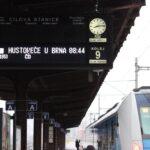 Z Brna do Hustopečí jezdí elektrické vlaky. Na trati do Střelic dokončili první kolej