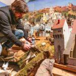 Obrazem: V Jihlavě dokončují ručně vyřezávaný betlém. Každý rok vypadá jinak