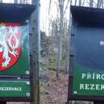 Místo českého lva moravská vlajka. Politický protest v Moravském krasu vyvolal kontroverze