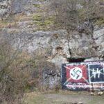 Na Stránské skále v Brně se objevily hákové kříže. Případ řeší policie