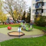 Zavřete dětská hřiště, doporučila vláda. Na řadě míst zůstávají otevřená