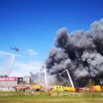 AKTUÁLNĚ: V Ostravě hoří tuny šrotu, hasiči zapojili vrtulníky